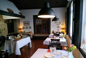 A restaurant or other place to eat at Quinta da Travessa