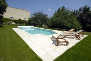 The swimming pool at or near Château Bouvet Ladubay