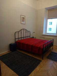 Кровать или кровати в номере Apartment Novocherkasskiy 32