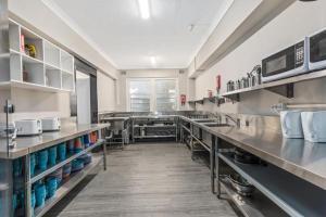 A kitchen or kitchenette at Nina's Place Sydney