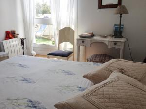 A bed or beds in a room at La Petite Maison
