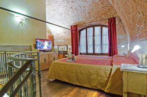 A bed or beds in a room at Hotel Alba Palace