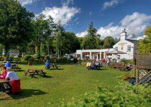 A garden outside Wateredge Inn