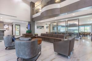 The lobby or reception area at Wingate by Wyndham Tinley Park