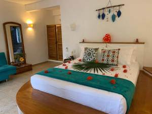 A bed or beds in a room at Primaluna Beach Hostel