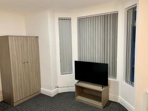 A television and/or entertainment center at De Regency Style Hotel