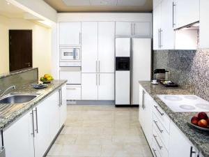 A kitchen or kitchenette at Fairmont The Palm