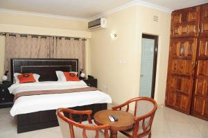A bed or beds in a room at Road view Park Hotel