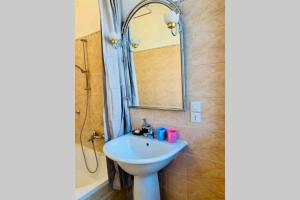 A bathroom at chiesa dei madonna orto room