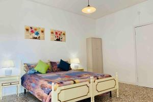 A bed or beds in a room at chiesa dei madonna orto room