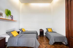 A bed or beds in a room at Milhouse Avenue