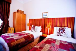 A bed or beds in a room at Golf View B&B