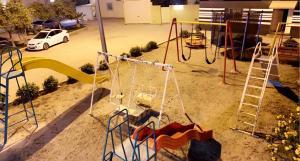 Parquinho infantil em الخليج للوحدات السكنية للعائلات فقط