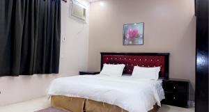 Cama ou camas em um quarto em الخليج للوحدات السكنية للعائلات فقط