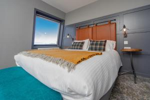 A bed or beds in a room at Hebridean Inn
