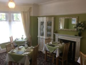 A restaurant or other place to eat at The Hilary Guesthouse