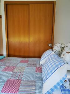 A bed or beds in a room at Quinta das Tamengas