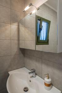 A bathroom at Arktos Sunset Villa