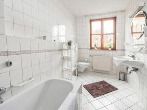 A bathroom at Landhotel Rhönblick