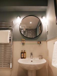 A bathroom at The Fleece