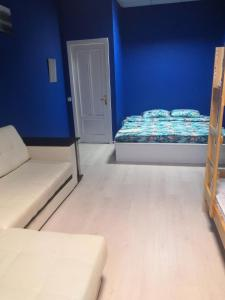 A bed or beds in a room at ХОСТЕЛ НА КОММУНИСТИЧЕСКОЙ