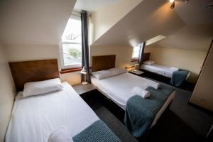 A bed or beds in a room at Bank Street Lodge
