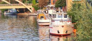 romantisches Hausboot - große Dachterrasse - gratis Bootstour - sehr zentral
