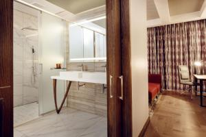 A bathroom at The Maslow Hotel, Time Square