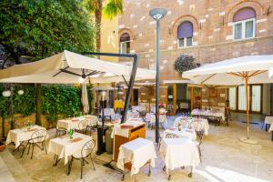 A restaurant or other place to eat at Hotel La Rosetta