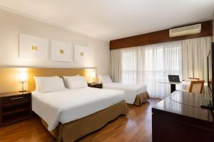 A bed or beds in a room at Mercure Sao Paulo Grand Plaza Paulista