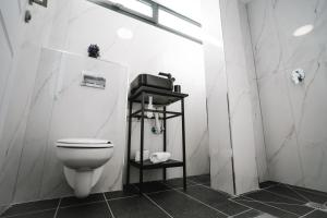 A bathroom at Unique Hotel Ashdod