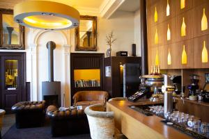 The lounge or bar area at Suitehotel Pincoffs