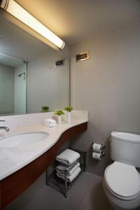 A bathroom at Glover Park Hotel Georgetown