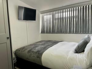 A bed or beds in a room at Wisteria Studio