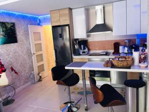 A kitchen or kitchenette at PISO VACACIONAL- EL ALTET