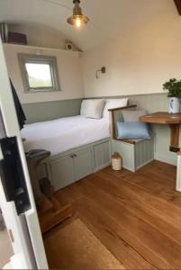 A bed or beds in a room at Halfway Bridge
