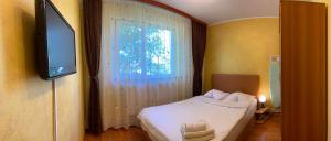 Un pat sau paturi într-o cameră la Constanta Residence Apartments