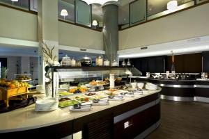A restaurant or other place to eat at Holiday Inn Naples, an IHG Hotel