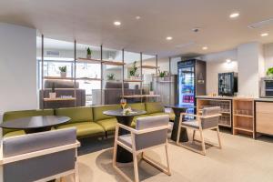 The lounge or bar area at ARTIEM Capri
