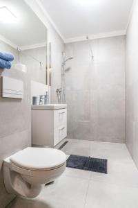 A bathroom at PARADISE Apartamenty