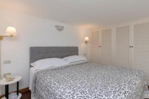 A bed or beds in a room at Albergo Nazionale