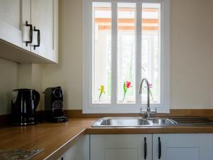 A kitchen or kitchenette at Oliver Cromwell