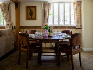 A restaurant or other place to eat at Oliver Cromwell