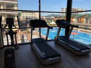 The fitness centre and/or fitness facilities at Khutorok Resort