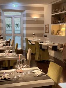 A restaurant or other place to eat at Hotel Tigullio Et De Milan