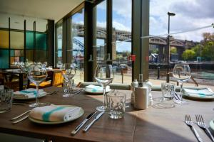 A restaurant or other place to eat at Innside by Melia Newcastle