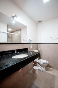 A bathroom at Hotel Fazenda Santa Barbara