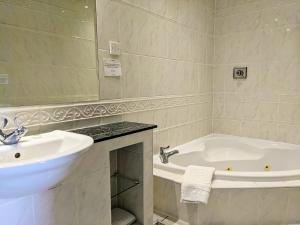 A bathroom at Wildings Hotel