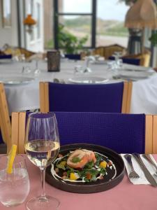 En restaurant eller et andet spisested på Strandhotellet Vedersø