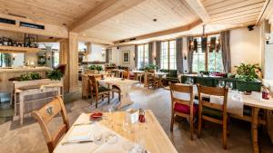 A restaurant or other place to eat at Geniesserhotel Le Grand Chalet
